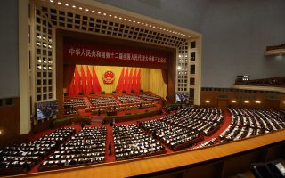Eνώ στο Πεκίνο αρχίζει το συνέδριο της πολιτικής ηγεσίας της χώρας με επίκεντρο τη μεταρρύθμιση της κινεζικής οικονομίας που έχει επιβραδυνθεί στο 6,9%, η διεθνής οικονομία έχει αρχίσει να νιώθει τις πρώτες συνέπειες από την κόπωση της κινεζικής οικονομίας.