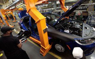 Η Εθνική Αρχή Ασφάλειας Αυτοκινητοδρόμων (ΝΗΤSΑ) των ΗΠΑ ανησυχεί για το σύστημα μετάδοσης της κίνησης στα μοντέλα του ομίλου, καθώς και την απόδοση των ελαστικών τους σε συνθήκες υψηλών ταχυτήτων.