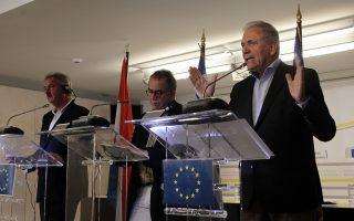 Ο επίτροπος Εσωτερικών Υποθέσεων, Μετανάστευσης και Ιθαγένειας Δημήτρης Αβραμόπουλος (Δ), ο υπουργός Εξωτερικών, Ευρωπαϊκών Υποθέσεων, Μετανάστευσης και Ασύλου του Λουξεμβούργου και προεδρεύοντα του Συμβουλίου Ζαν Άσελμπορν (Α) και ο αναπληρωτής υπουργός Μεταναστευτικής Πολιτικής Γιάννης Μουζάλας (Κ), κάνουν δηλώσεις για το μεταναστευτικό στο γραφεία της Ευρωπαϊκής Επιτροπής.
