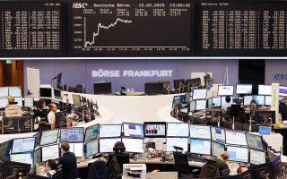 Στις ευρωπαϊκές αγορές η σημαντικότερη εξαίρεση ήταν το Χρηματιστήριο της Φρανκφούρτης, που κινήθηκε καλύτερα από τα υπόλοιπα, κλείνοντας σχεδόν αμετάβλητο (0,06%).