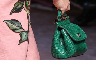 6-mini-handbags-gia-ta-fthinoporina-office-look-sas-2104057