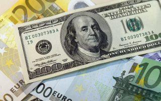 Η ισοτιμία του ευρώ με το δολάριο διαμορφώθηκε αργά το βράδυ στο 1,1385 δολ.