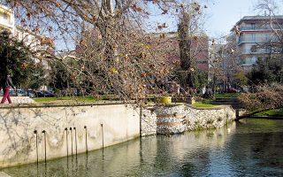 Τα πάρκα της Δράμας, όπως αυτό της Αγίας Βαρβάρας, δημιουργούν την ψευδαίσθηση των άλλων «παραστάσεων», το πράσινό της αποπνέει γαλήνη.