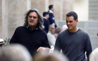 Οι παραγωγοί του σίκουελ των ταινιών δράσης «Bourne», με πρωταγωνιστή τον Ματ Ντέιμον, αποφάσισαν να μεταφέρουν τα γυρίσματα από την Αθήνα στα Κανάρια Νησιά. Στη φωτογραφία με τον σκηνοθέτη Πολ Γκρίνγκρας.