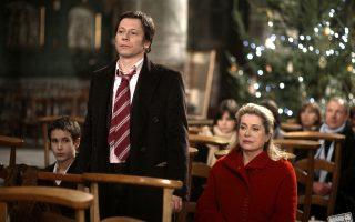 Σκηνή από το A Christmas Tale» (2008) – μία από τις ταινίες του Γάλλου σκηνοθέτη Αρνό Ντεπλεσέν που θα προβληθούν στο πλαίσιο του αφιερώματός του στο 56ο ΦΚΘ. Η Κατρίν Ντενέβ, ο Ματιέ Αμαλρίκ και η Εμανουέλ Ντεβός παραμένουν ανάμεσα στους σταθερούς συνεργάτες του.