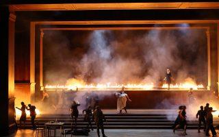 Σκηνή από παραγωγή της «Μήδειας» του Κερουμπίνι που μεταδόθηκε το 2015 στο Διαδίκτυο από το Μεγάλο Θέατρο της Γενεύης.