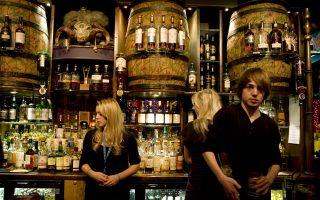 Στο Urban, μπρασερί και μπαρ. (Φωτογραφία: ΚΑΤΕΡΙΝΑ ΚΑΜΠΙΤΗ)