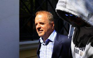 Λίγες μόλις ώρες μετά το ένταλμα σύλληψης που εκδόθηκε για τον Θωμά Λιακουνάκο (φωτό) στη ΓΑΔΑ οδηγήθηκε και ο γιος του.