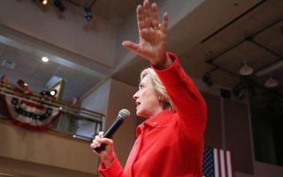 Η κ. Κλίντον δήλωσε ότι βρίσκεται ενώπιον της επιτροπής σε ένδειξη τιμής προς την υπηρεσία που προσέφεραν οι τέσσερις Αμερικανοί που σκοτώθηκαν στη Βεγγάζη το 2012.