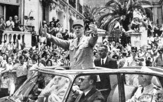 Ο Σαρλ Ντε Γκωλ στο Αλγέρι τον Ιούνιο του 1958. Δυόμισι χρόνια αργότερα, τον Δεκέμβριο του 1960, η περιοδεία του Γάλλου προέδρου στην Αλγερία χαρακτηρίστηκε από έντονη πόλωση του πληθυσμού και σημαδεύτηκε από σοβαρά επεισόδια που οργανώθηκαν από το Μέτωπο της Γαλλικής Αλγερίας.