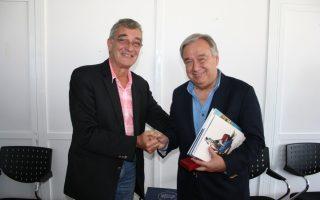 Ο Ύπατος Αρμοστής, κ. Antonio Guterres (δεξιά) με τον δήμαρχο Λέσβου, Σπύρο Γαληνό