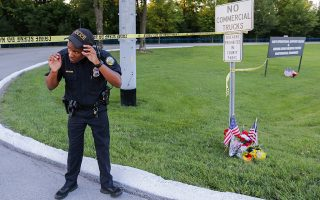 epa04849758 A Chattanooga Police officer stands at the entrance to the US Navy Operational Support Center & Marine Corps Reserve Center after a shooting in Chattanooga, Tennessee, USA, 16 July 2015. Authorities say the shootings at two different locations left four US Marines and the gunman Mohammod Youssuf Abdulazeez dead.  EPA/ERIK S. LESSER