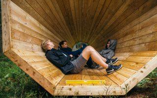 Οι τρεις ξύλινες κατασκευές που λειτουργούν ως μεγάφωνα μεγεθύνοντας τους ήχους της φύσης.