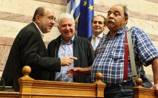 Τι είναι; Προφανώς, βουλευτής του ΣΥΡΙΖΑ. Πώς τον λένε; Ούτε που θέλω να ξέρω...