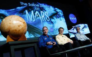 Οταν η επιστημονική ομάδα της NASA (φωτογραφία) ανακοίνωνε ότι βρέθηκε νερό στον Αρη, στον πλανήτη Γη αναθερμάνθηκαν σενάρια που θέλουν τη μοναξιά μας στο Σύμπαν να έχει «κάποτε» ημερομηνία λήξης. Μιλά στην «Κ» ο κορυφαίος αστροφυσικός Μισέλ Μαγιόρ που μας... προσγειώνει με δέος για τις αποστάσεις και τα έτη φωτός και ο Σκοτ Μέρκι, υπεύθυνος του ηλεκτρονικού κατασκόπου που εντόπισε το νερό στον Αρη. Σελ. 26, Τέχνες και Γράμματα, σελ. 5