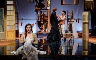 Μια σκηνή από την παράσταση «Ο γάμος του Φίγκαρο» που σκηνοθετεί ο Στάθης Λιβαθινός.