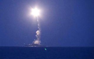 Ρωσικά πολεμικά πλοία από τον Στόλο της Κασπίας εκτόξευσαν πυραύλους εναντίον θέσεων αντικαθεστωτικών ανταρτών επί συριακού εδάφους, σε μια περαιτέρω κλιμάκωση της ρωσικής επέμβασης. Σε συντονισμό με τους ρωσικούς βομβαρδισμούς, ο κυβερνητικός στρατός ξεκίνησε μεγάλη επίθεση εναντίον των τζιχαντιστών στην επαρχία Χάμα.