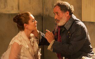 Σκηνή από την παράσταση «Εγκλημα και τιμωρία» σε σκηνοθεσία Λεβάν Τσουλάτζε.