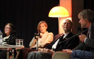 Η Γκιζέλα Καλαρίτη (αριστερά) από το Ουλμ της Γερμανίας και ο Χάιντς Κούνιο, συνοδευόμενος από την κόρη του, κατά την εκδήλωση στη Γερμανία. Ο 87χρονος μίλησε για όσα πέρασε στα στρατόπεδα των SS.