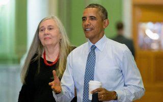 Υποδειγματικοί οι θεματικοί ελιγμοί του Μπαράκ Ομπάμα κατά τη συζήτησή του με τη συγγραφέα Μέριλιν Ρόμπινσον.