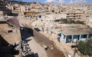 Μια γενική άποψη των κατεστραμμένων κτιρίων της πόλης Darat Azzah, στα δυτικά της συριακής πόλης Χαλέπι.