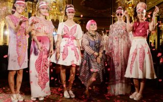 Zandra Rhodes presentation at London Fashion Week<P><noscript><img width=