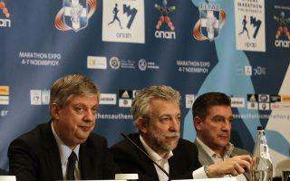 Από αριστερά: Ο πρόεδρος του ΣΕΓΑΣ Κ. Παναγόπουλος, ο υφ. Αθλητισμού Στ. Κοντονής και ο δήμαρχος Αθηναίων Γ. Καμίνης.
