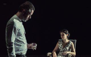 Οι δύο πρωταγωνιστές της παράστασης «Τέφρα και σκιά», Χρήστος Λούλης και Εύη Σαουλίδου, επωμίστηκαν τους δύο δύσκολους ρόλους.