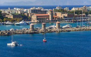 Ανησυχία προκαλεί σχέδιο που εξήγγειλε η Τουρκία για δημιουργία αφορολόγητων τουριστικών ζωνών. Το σχέδιο αφορά περιοχές σε τουριστικά θέρετρα στα τουρκικά παράλια απέναντι από ελληνικά νησιά, στις οποίες θα ισχύσει ειδικό αφορολόγητο καθεστώς για την προσέλκυση περισσότερων ξένων τουριστών και επενδυτών.
