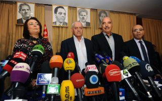 Η Πρόεδρος της Ενωσης Εργοδοτών της Τυνησίας, Wided Bouchamaoui, ο Γενικός Γραμματέας του Γενικού Εργατικού  Συνδικάτου, Houcine Abbassi, ο Πρόεδρος της Ενωσης Ανθρωπίνων Δικαιωμάτων, Abdessattar ben Moussa και ο Πρόεδρος του Εθνικού Δικηγορικού Συλλόγου, Mohamed Fadhel Mahmoud, που αποτελούν το Κουαρτέτο των Μεσολαβητών και βραβεύτηκαν με το Νομπέλ Ειρήνης 2015.