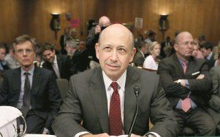 Παράγοντες της αγοράς αποδίδουν την υποχώρηση των συνολικών κερδών της Goldman Sachs στο 1,43 δισ. δολ. στο γεγονός ότι ο διευθύνων σύμβουλος, Λόιντ Μπλάκφεϊν, δεν έχει διαφοροποιηθεί από τις αγορές κεφαλαίου.