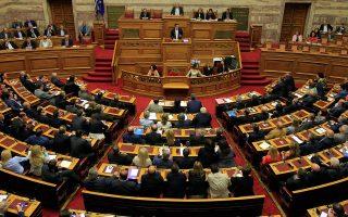 Εξαιρετικά δύσκολη χαρακτηρίζουν την αποστολή που έχει αναλάβει η κυβέρνηση ΣΥΡΙΖΑ - ΑΝΕΛ, στο πλαίσιο του τρίτου μνημονίου, τρεις κορυφαίοι οικονομικοί αναλυτές.