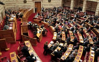 Ενώ στη Βουλή δίνεται η μάχη για την ψήφιση των πρώτων προαπαιτούμενων μέτρων αυτή την εβδομάδα, στην Αθήνα καταφθάνουν νέα τεχνικά κλιμάκια των θεσμών.