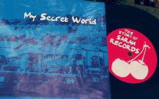 Το ντοκιμαντέρ «My Secret World» της πρωτοεμφανιζόμενης Λούσι Ντόουκινς αφηγείται τη συναρπαστική ιστορία της Sarah Records, της πιο «ανεξάρτητης» ίσως δισκογραφικής εταιρείας που δημιουργήθηκε ποτέ.
