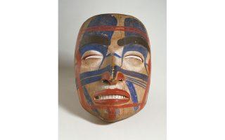 Μάσκα, αγνώστου, από κίτρινο κέδρο, χρώμα, πτέρωμα υδρόβιου πτηνού. Υπερφυσικό ανθρώπινο ον ή μακρινός πρόγονος;