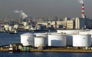 Υποχώρηση σημείωσαν οι τιμές του πετρελαίου μετά την ανακοίνωση της αμερικανικής κυβέρνησης πως τα αποθέματα των ΗΠΑ αυξήθηκαν περισσότερο από τις προβλέψεις.