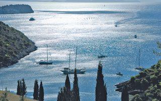 Απάνεμο, ειρηνικό φυσικό λιμάνι, αραξοβόλι ονείρων με το ασήμι του ουρανού απλωμένο απλόχερα στα κρυστάλλινα νερά. Γιατί Ιόνιο σημαίνει επιστροφή (Δ. Ταλιάνης).