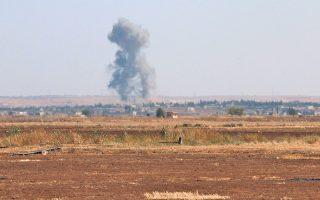 Καπνός υψώνεται πάνω από την κωμόπολη Μαρέα, στη βόρεια Συρία, κατά τη διάρκεια συγκρούσεων μεταξύ τζιχαντιστών και άλλων αντικαθεστωτικών, την 1η Σεπτεμβρίου 2015.