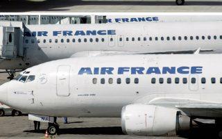 Η μετοχή της ξενοδοχειακής αλυσίδας Accor έκλεισε με πτώση 4,7% και η μετοχή της Air France KLΜ με πτώση 5,7%.