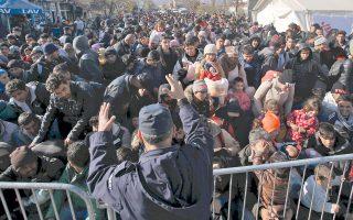 Σέρβος αστυνομικός προσπαθεί να οργανώσει τους πρόσφυγες. Η έννοια των ανοιχτών συνόρων και της ελεύθερης μετακίνησης των πολιτών, θεμελιώδεις αξίες του ευρωπαϊκού οράματος, αμφισβητούνται σήμερα όσο ποτέ.