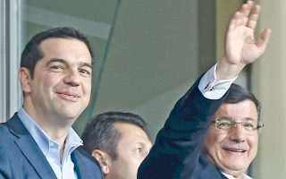 Ο κ. Αλ. Τσίπρας και ο Τούρκος πρωθυπουργός Αχμέτ Νταβούτογλου παρακολουθούν τον φιλικό αγώνα Τουρκίας - Ελλάδας.
