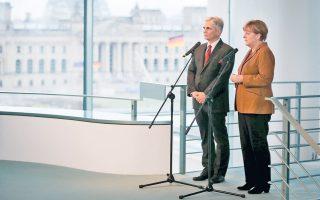 Η Γερμανίδα καγκελάριος Μέρκελ και ο Αυστριακός ομόλογός της, Βέρνερ Φάιμαν, χθες στο Βερολίνο.