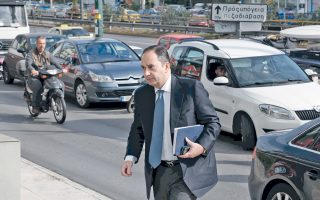 «Ζητώ από όλους και κυρίως από τους τέσσερις υποψηφίους να χαμηλώσουν τους τόνους ώστε να βγει η παράταξη από το τέλμα», τόνισε ο κ. Γ. Πλακιωτάκης.