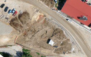 Τμήμα ενός οικισμού της Εποχής του Χαλκού έφεραν στο φως οι ανασκαφές που πραγματοποιούνται στην περιοχή του Πλαταμώνα, στο πλαίσιο της κατασκευής της νέας εθνικής οδού.