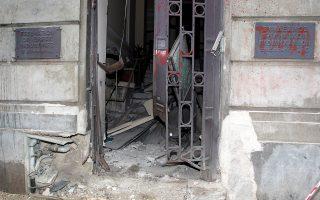 Εικόνα καταστροφής στην είσοδο του ΣΕΒ, μετά τη βομβιστική επίθεση.