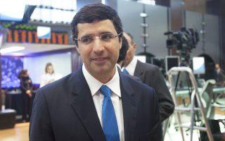 Ο Αντρέ Εστέβες έγινε ο νεότερος αυτοδημιούργητος δισεκατομμυριούχος στη Βραζιλία. Ωστόσο, η εμπλοκή του στο σκάνδαλο διαφθοράς με επίκεντρο τον πετρελαϊκό κολοσσό Petroleo Petrobras ενδέχεται να «γκρεμίσει» τον μύθο του.