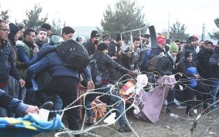 Χθες Μαροκινοί, Αλγερινοί και Πακιστανοί έριξαν τον φράχτη της ΠΓΔΜ κοντά στην Ειδομένη και προσπάθησαν να μπουν στη γείτονα.