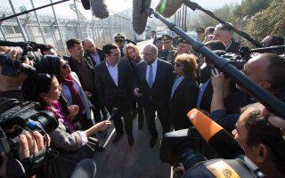Ο πρόεδρος του Ευρωκοινοβουλίου Μάρτιν Σουλτς, και ο πρωθυπουργός Αλέξης Τσίπρας, επισκέφτηκαν τη Λέσβο και είδαν από κοντά την ασφυκτική κατάσταση που επικρατεί στο νησί.