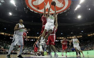 Η πρόταση της Ευρωλίγκας ήταν ανώτερη κατά 6 εκατ. ευρώ από την προσφορά της FIBA, η οποία απαντά με Τσάμπιονς Λιγκ και κυρώσεις.