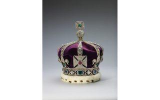 Το Κοχινούρ είναι το λαμπρότερο από τα πετράδια του στέμματος, ένα διαμάντι 105 καρατιών που φέρνει δύναμη σε όποια γυναίκα το φοράει.